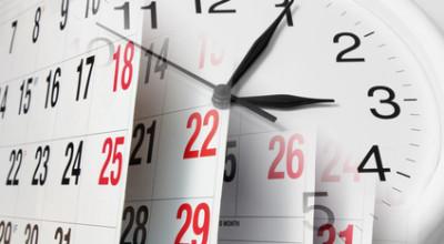 Komposition aus Kalender und Uhr