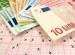 Euroscheine auf ausgefülltem Lottoschein