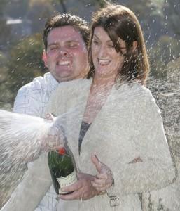 Jason und Victoria Jones feiern ihren Lotto-Gewinn