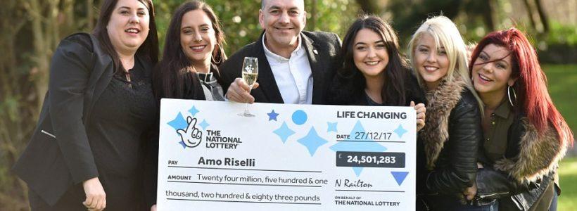Großfamilie feiert Jackpotgewinn