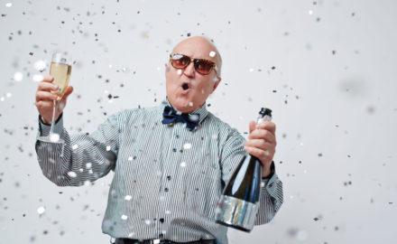 Mann wird zwei Mal geboren und feiert nun Lottogewinn